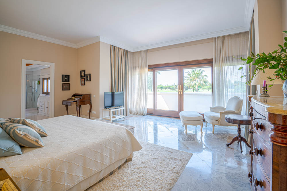 ayling-sotogrande-villa-master-bedroom-sotogrande-coast