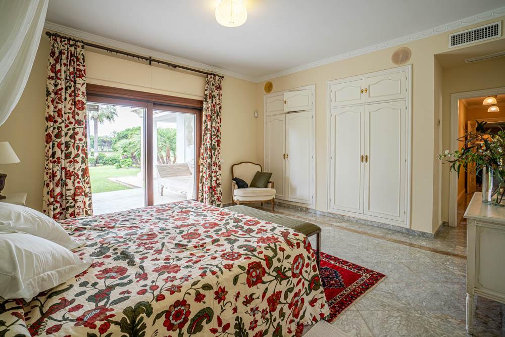 ayling-sotogrande-villa-guesst-room-sotogrande-coast