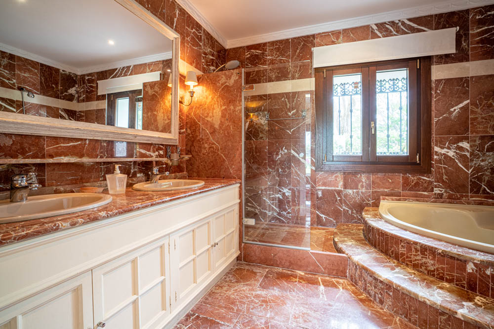 ayling-sotogrande-villa-bathroom-sotogrande-coast