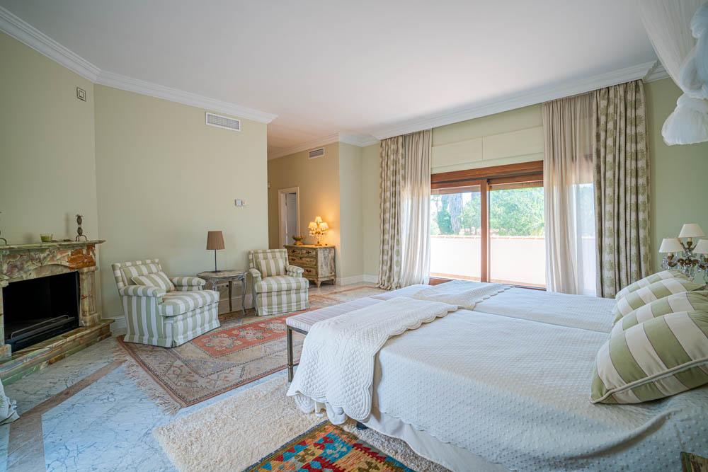 ayling-sotogrande-villa-bedroom-sotogrande-coast-2