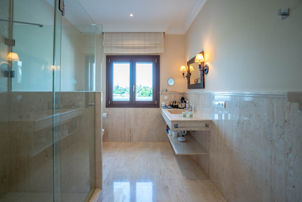 ayling-sotogrande-villa-bathroom-sotogrande-coast-2