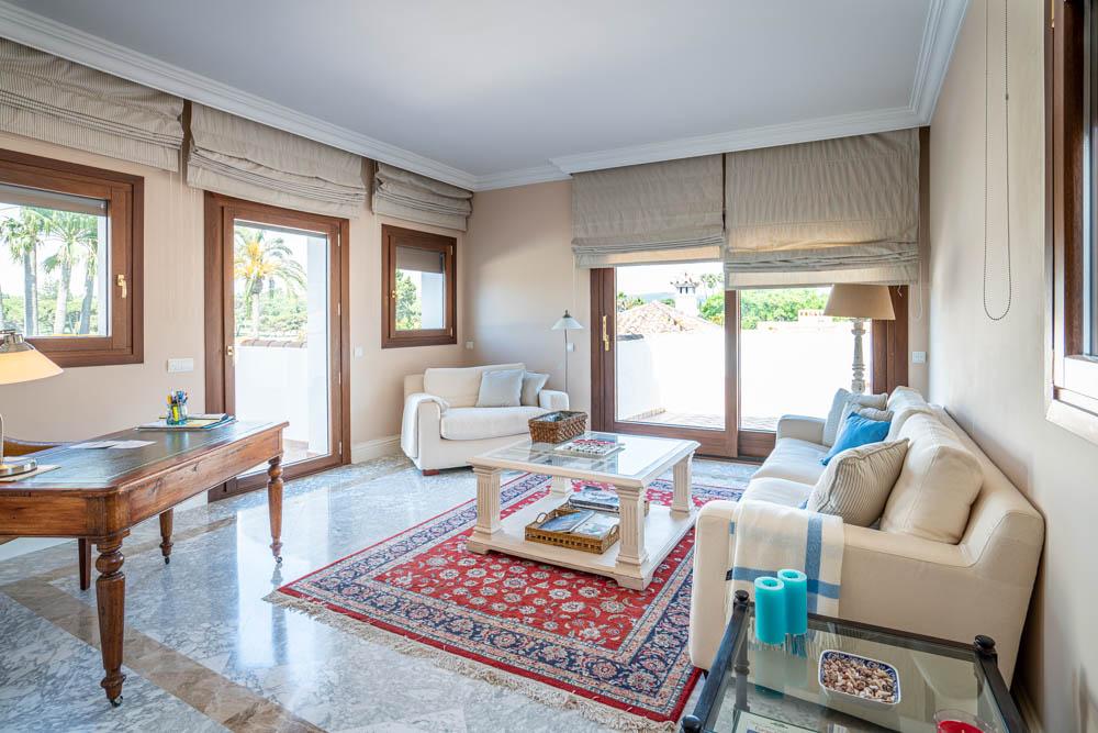 ayling-sotogrande-villa-master-bedroom-sitting-area-sotogrande-coast