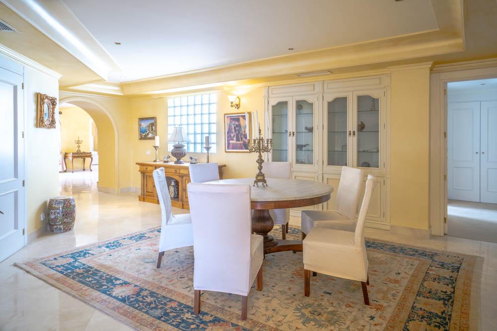 ayling-sotogrande-penthouse-sotogrande-port-dining-room