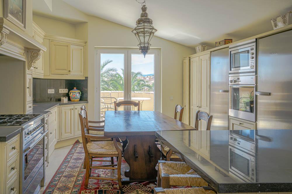 ayling-sotogrande-penthouse-sotogrande-port-kitchen