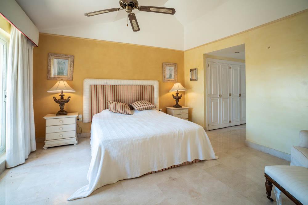 ayling-sotogrande-penthouse-sotogrande-port-master-bedroom