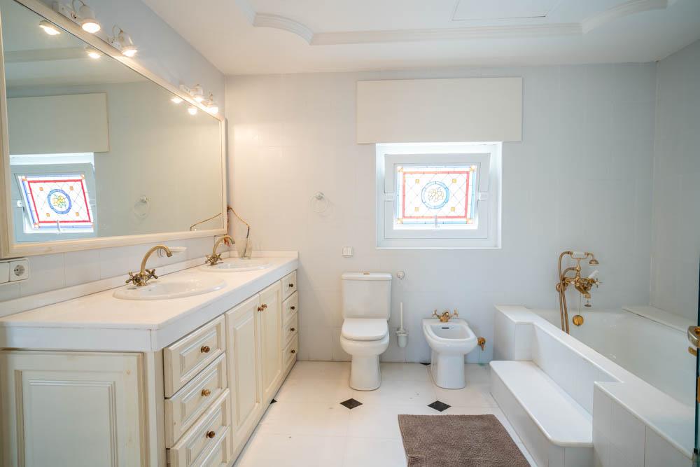 ayling-sotogrande-penthouse-sotogrande-port-master-bathroom