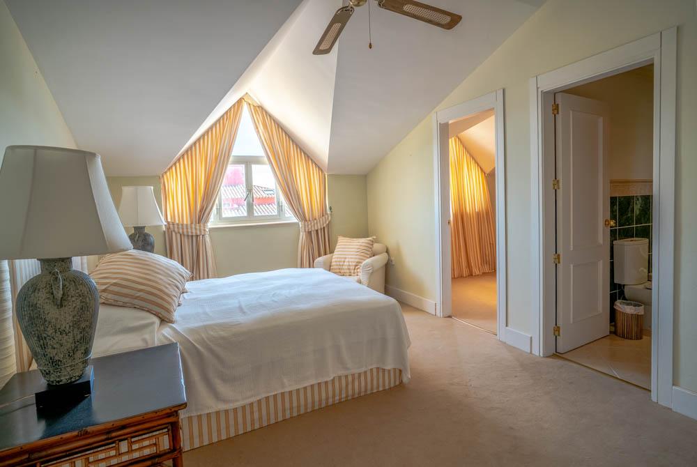 ayling-sotogrande-penthouse-sotogrande-port-bedroom-1
