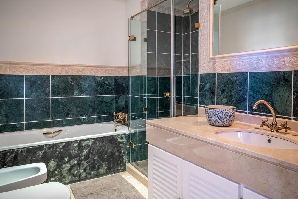 ayling-sotogrande-penthouse-sotogrande-port-bathroom